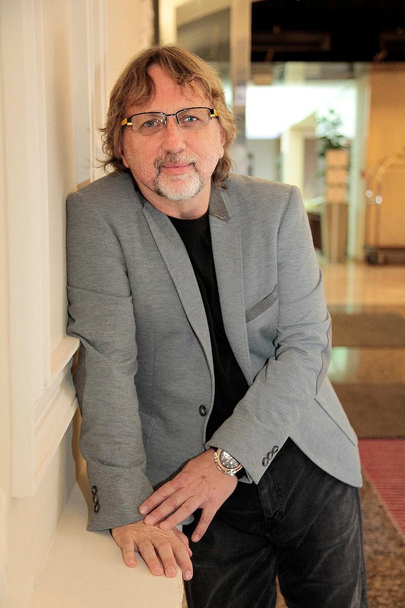 Dalibor janda zp v k skladatel hudba best of for Designhotel elephant prag