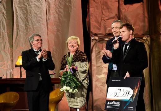Ovacemi v stoje pro Vlastimila Harapese ukončila provoz Státní opera v Praz