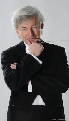 Petr Chromčák – dirigent, šéfdirigent České komorní filharmonie Praha