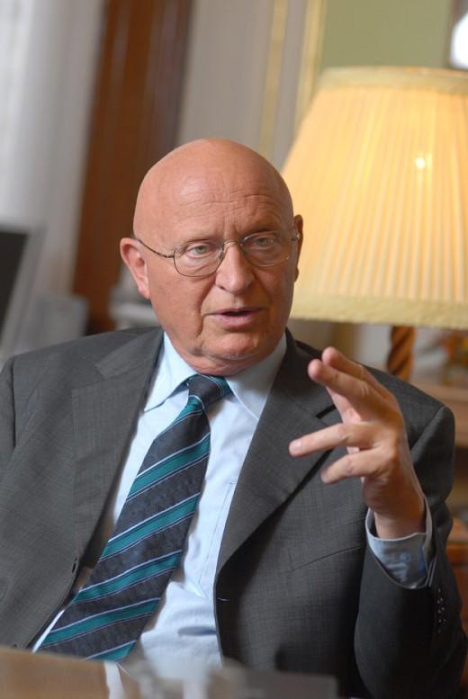 Prof. RNDr. Václav Pačes, DrSc.