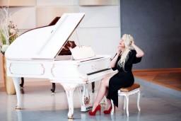 Autorské čtení básní Mateje Uhláre doprovázené klavírní hudbou Ellen Fischerové
