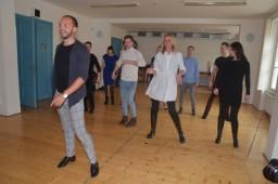 Souboj divadel je disciplína, ve které se utkávají umělci v tanci