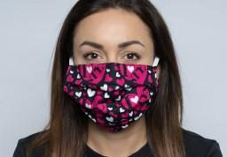 Česká textilní značka Styx upravuje část výroby a šije roušky pro své zaměstnance a zákazníky